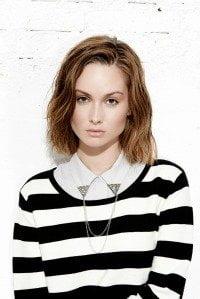 minimum-dk-blouse-met-ketting-aan-kraag