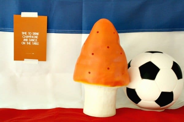 HuisjeBoompjeStyling-hippeshops-winactie-oranje-paddestoel-lamp