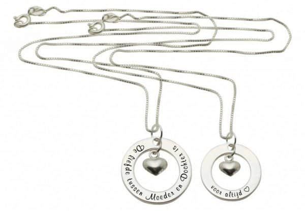 kaya-sieraden-zilveren-mom-me-hangers-the-love-bet