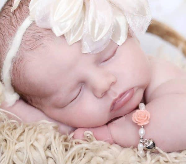baby-armbandje-flower-met-bol-hartje
