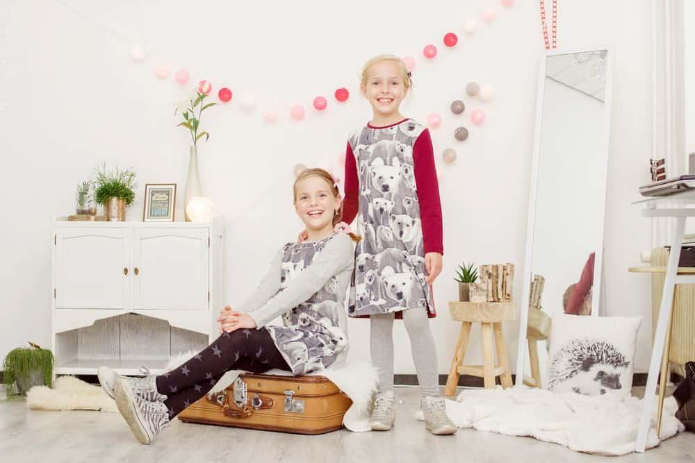 Kinderkleding shoppen met 30% korting: jurk met ijsbeerprint