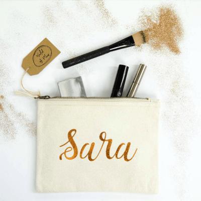 Make-up tas naturel katoen met jouw naam in metallic, inclusief initiaal hanger