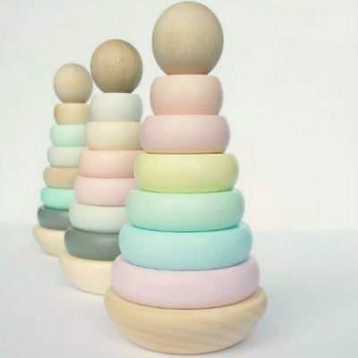 Houten stapeltoren in pastelkleuren (twv €28,95)