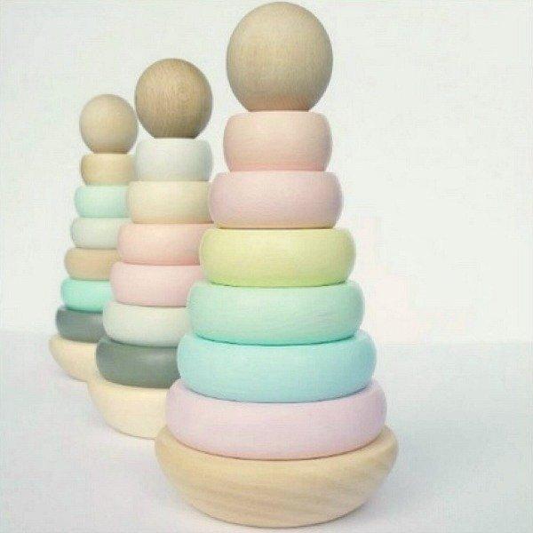 houten stapeltoren pastel
