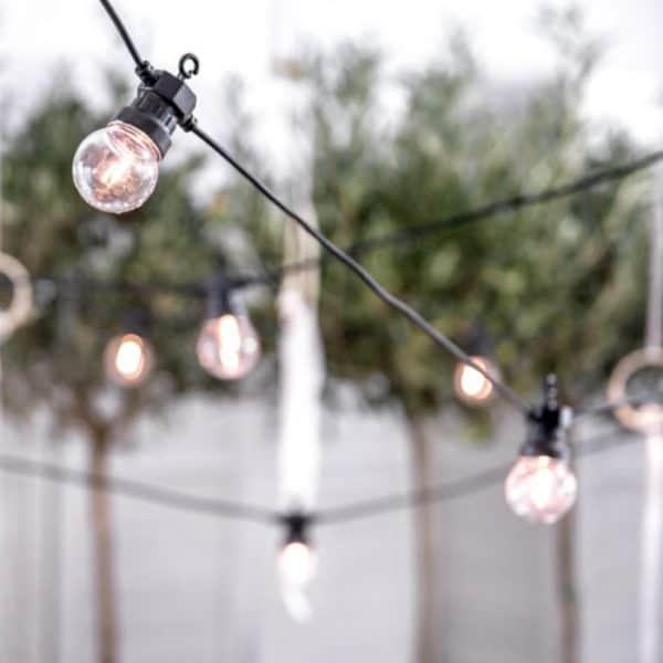 Deze lichtslingers zijn upcoming als hippe tuinverlichting voor het komende seizoen - Lichtslinger Clear 5M- [Partydeco]
