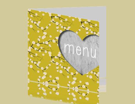 Menukaart met hartje en bloemen op gele achtergrond