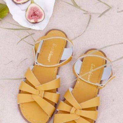 Salt-Water Sandals: nieuwe trendkleuren mustard & olive (AtticEmpire.com)