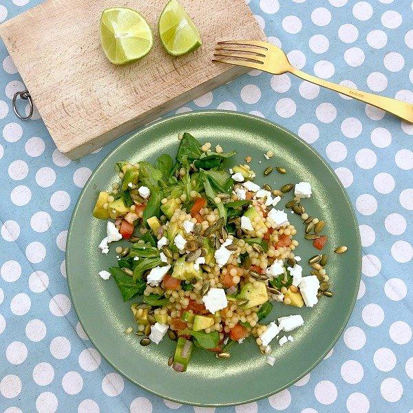 Parelcouscoussalade met avocado en feta Hello Fresh Review: alle boodschappen voor verrassende maaltijden gemakkelijk thuisbezorgd