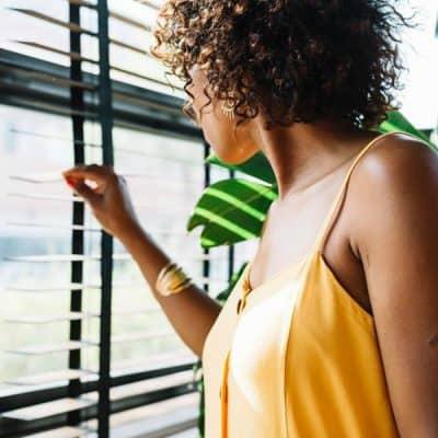 Met de juiste raamdecoratie creëer je sfeer, bepaal je de gewenste lichtinval en zorg je voor privacy