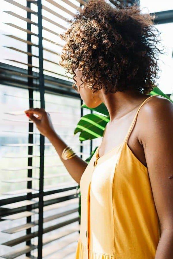 Jaloezieën zijn perfect als raamdecoratie, omdat je er op ieder moment van de dag de gewenste lichtinval en privacy mee bepaalt.