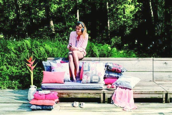 roze-tuinkussens-inspiratie-tuinkussenshop-hippe-tuinkussens