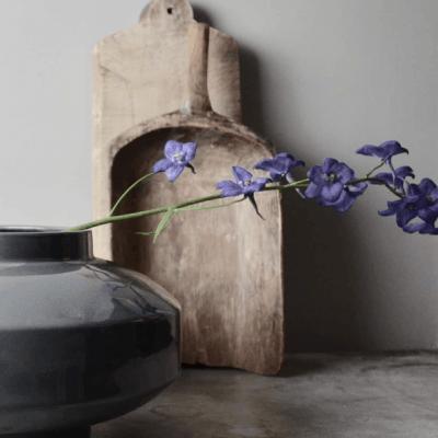 Sfeervol decoreren met oude houten spullen