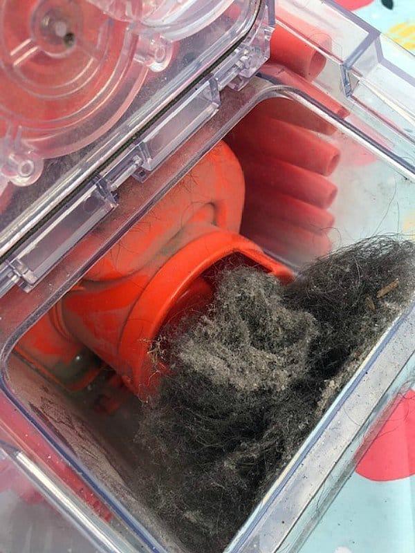 Deze foto laat goed zien hoe het opgezogen vuil wordt gescheiden in de easyBox