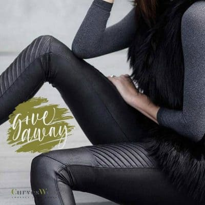 WIN: Ready-to-Wow Faux Leather Legging SPANX (twv €99) van Curveswear