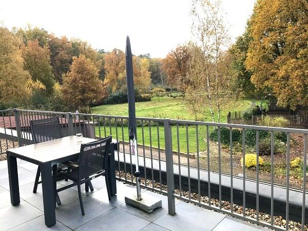volmolen-natuurhuisje-maaseik-oeterdal-terras-balkon