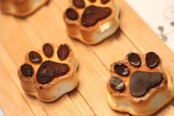 katten bakgadgets bakvorm kattenpootjes koekjes bakken