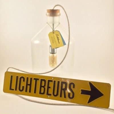 Lichtbeurs lampen gemaakt van apothekerspotten, de originaliteit spat er vanaf!