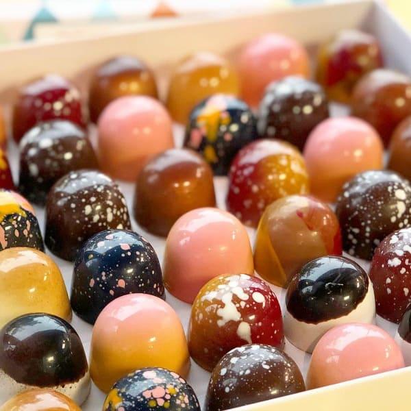 De luxe bonbons van Chocoladebezorgd.nl zijn stuk voor stuk kunstwerkjes