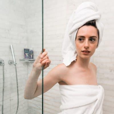 Van een badkuip naar een inloopdouche? Zo maak je een stijlvolle badkamer