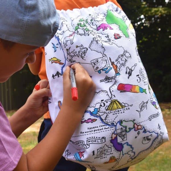 terug naar school musthave Inkleurbare rugzak wereldkaart van Eat Sleep Doodle