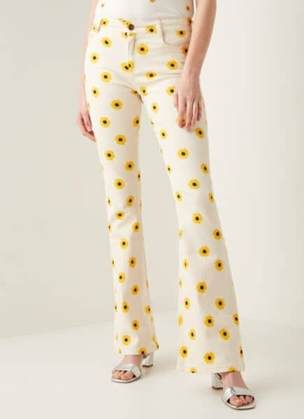 typische zomer outfits flared pants