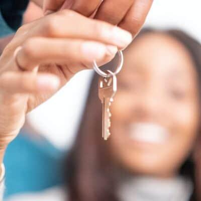 4 lifehack tips om een afgebroken sleutel uit het slot te halen